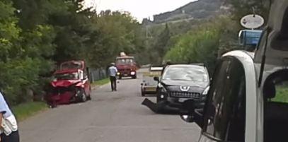 Incidente stradale a Rubbiano. Una ambulanza  a SIRENE SPIEGATE  verso Parma. Tre persone coinvolte.