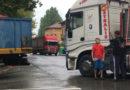 Ozzano Taro camion carico di pomodori rompe il motore e manda in tilt il traffico sulla Statale