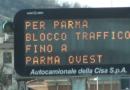 Si incendia un auto: Autocisa,  verso Parma, bloccata per alcune decine di minuti.