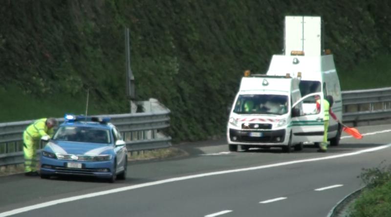 Camion tampona un'auto in A15 vicino a Fornovo