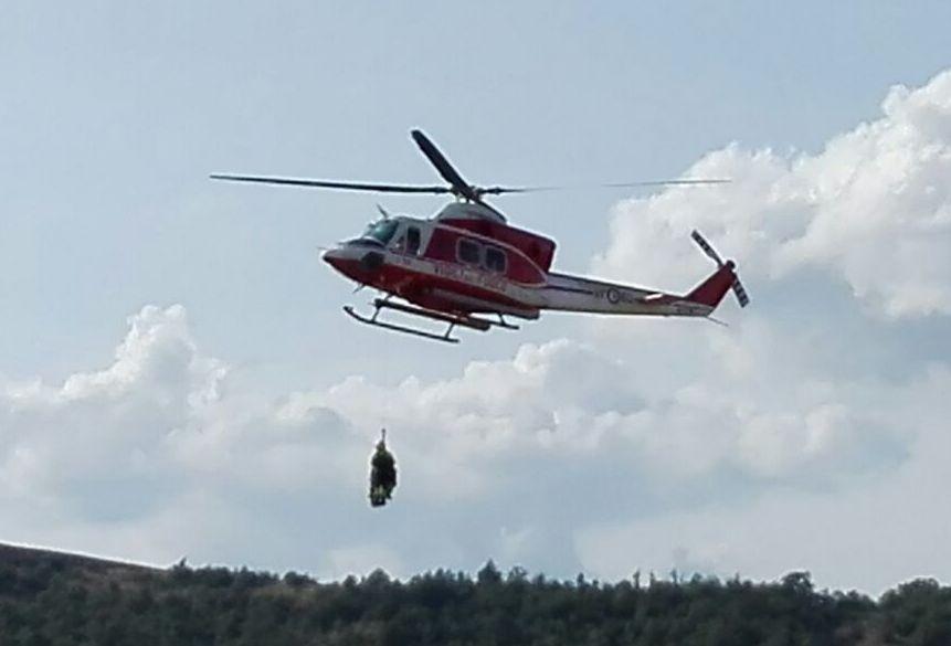 Elicottero Vigili Del Fuoco Verde : Escursionista fidentino si infortuna in località castello