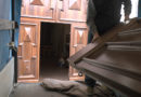 Pieve Fornovo è ritornato restaurato l'antico portone in noce