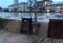 COLORNO. Acqua del torrente Parma nella piazza antistante la Reggia.