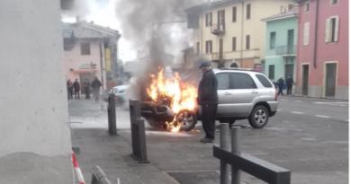 Auto in fiamme a Gaiano.